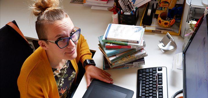 Biblioteca - Foto Elettra al lavoro