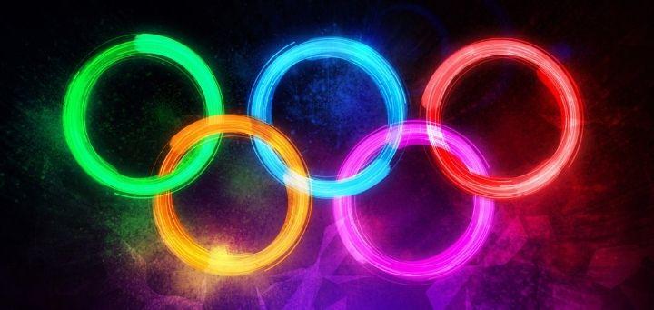 Olimpiadi e consigli di lettura - cover con sfondo anelli olimpici