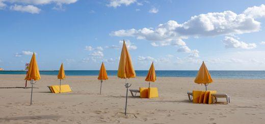 """Immagine stabilimento balneare per articolo """"Vacanze e stress del rientro"""""""