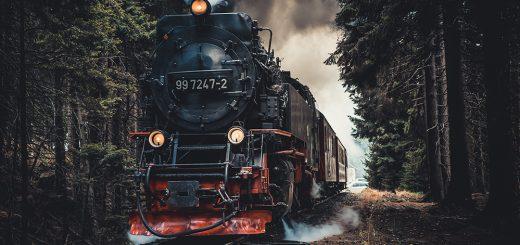 Sulle orme di Poirot - Viaggio letterario sull'Orient Express - cover con foto treno